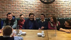 Selami Şahin Down Kafe'de