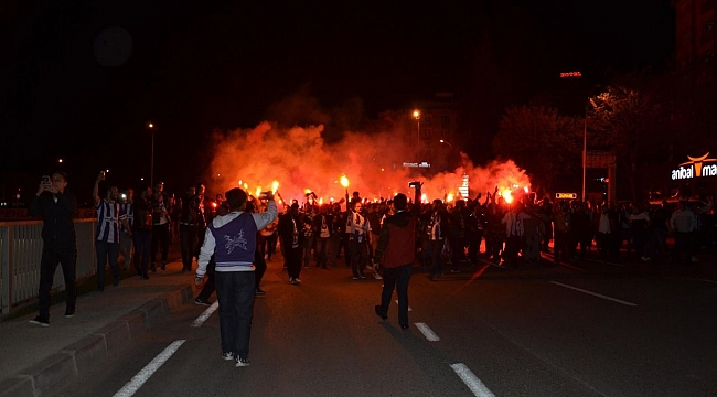 Gebze'de şampiyonluk coşkusu caddelere taştı!
