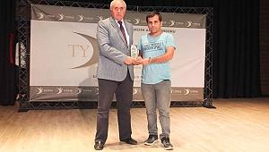 Emrah Dursun yılın en iyi muhabiri ödülünü aldı