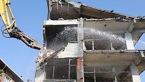 130 metruk bina yıkıldı