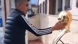 Atatürk büstüne hareket yapan o şahıs yakalandı!