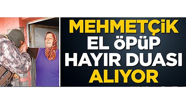 Mehmetçik el öpüp hayır duası alıyor