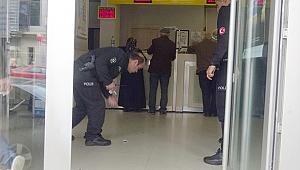 PTT şubesinde tartıştıkları kişiyi bıçakladı