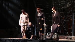 Tiyatro perdeleri, ''İlerleme'' oyunuyla açıldı