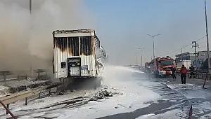 Gebze'de kargo yüklü tır cayır cayır yandı!