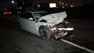 Arızalanan aracı itenlere otomobil çarptı: 1 ölü, 4 yaralı