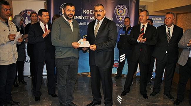 Gebze'nin  iki başarılı polisine ödül verildi