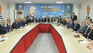 AK Parti'de manifesto günü