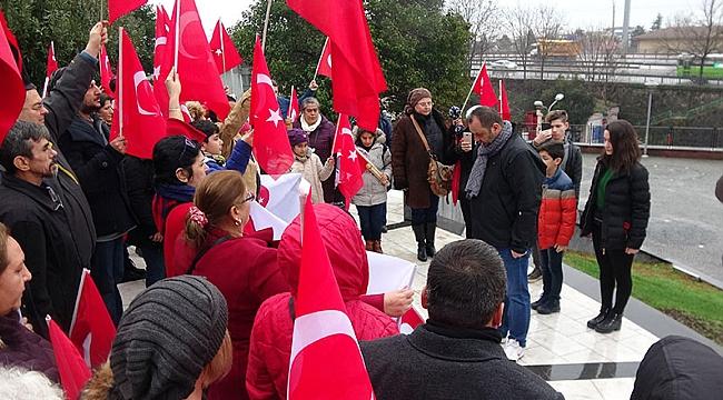 Atatürk anıtının önündü 'Andımız'ı okudular