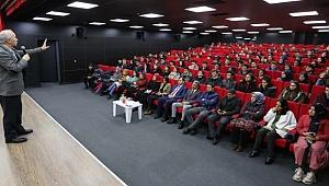 Çayırova'da öğrenciler, Ahmet Şimşirgil ile buluştu