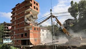 İzmit'te 68 adet metruk yapı yıkıldı