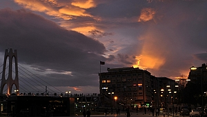 İzmit'te gün batımı, gökyüzünü sarıya bürüdü