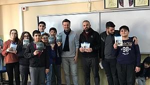 Öğrencilere kitap dağıttılar!