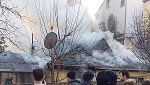 Sobadan çıkan yangın evi yaktı
