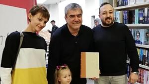 Yılmaz Özdil Gebze'de imzaladı