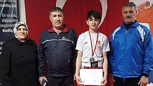 Altay'ın şampiyonu Barış
