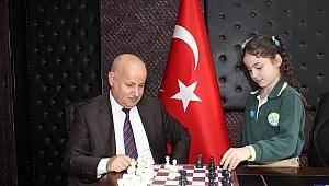 Benimle satranç oynar mısın ?