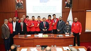 Darıca Meclisi Avrupa şampiyonu sporcuları ödüllendirdi