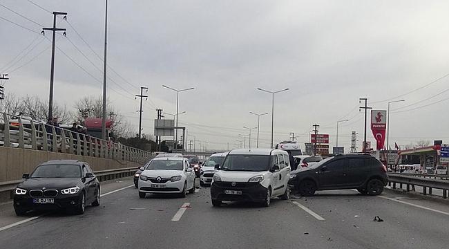 Gebze'de 6 araç birbirine girdi: 5 yaralı
