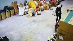 Kablo hırsızlığı kameralara yansıdı!