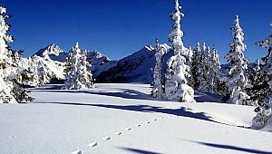 Kartepe'de kar kalınlığı 130 cm'e ulaştı