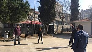 Milli Eğitim Müdürü öğrencilerle top oynadı!