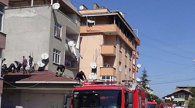4'üncü kattan tek katlı binanın çatısına düştü