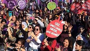 8 Mart Kadın platformu  meydanları bırakmıyor