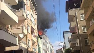 Çatı katında çıkan yangın paniğe neden oldu!