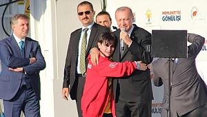 Erdoğan: Niye ağlıyorsun? Emirhan: Aşığım sana...