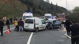 Gebze'de iki araç kafa kafaya çarpıştı! 1 ölü,4 yaralı