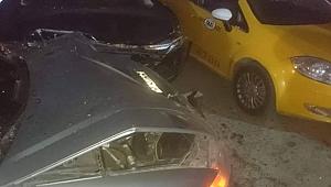 Yayaya ardından park halindeki araçlara çarptı!