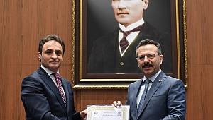 Vali Aksoy'dan Şener Doğan'a başarı belgesi