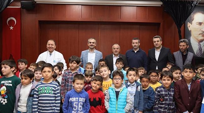 Çayırova'da sünnet kıyafetleri dağıtıldı