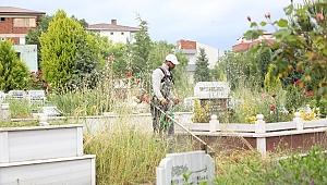 Çayırova mezarlıklarında bayram temizliği