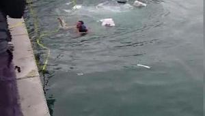 Denize atlayan kadını belediye personeli kurtardı