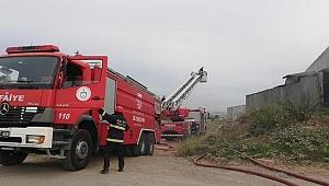 Fabrikanın talaş silosu yandı, sahibi çatıdan düştü