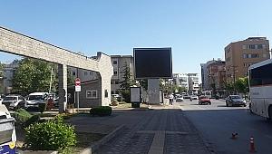 Gebze Belediyesi önüne dev ekran