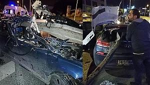 Gebze'de otomobil bariyerlere saplandı