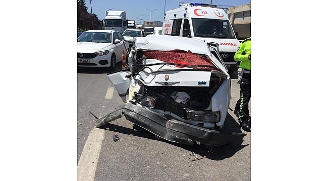 Hafriyat kamyonu otomobili biçti! 3 yaralı