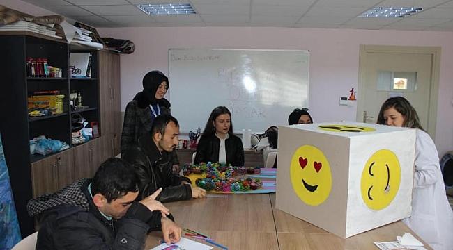"""KO-MEK'in en """"özel"""" kursu Cemil Meriç'in özel çocuklarıyla buluştu"""