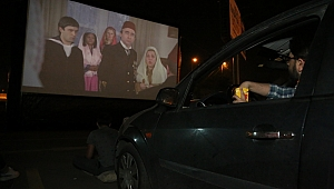 Kocaeli Kitap Fuarı'nda açık havada sinema keyfi
