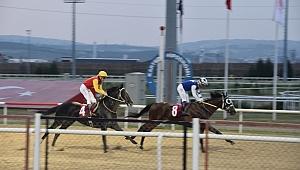 """KSO Koşusunu """"King Serkan"""" kazandı"""