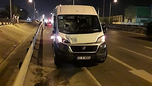 Servis minibüsü 3 kişiye çarptı! 1 ölü 2 ağır yaralı