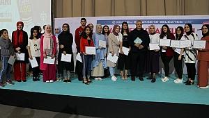 Geleceğin yazarları, Kitap Fuarı'nda sertifikalarını aldı