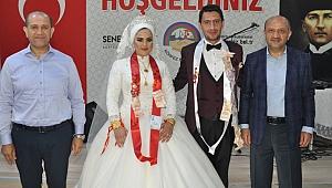 Fikri Işık, CHP düğününe katıldı
