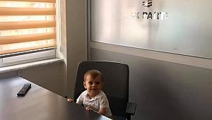 Minik Mert babasını teşkilatta ziyaret etti