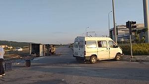 Gebze'de sebze yüklü kamyonetle minibüs çarpıştı!