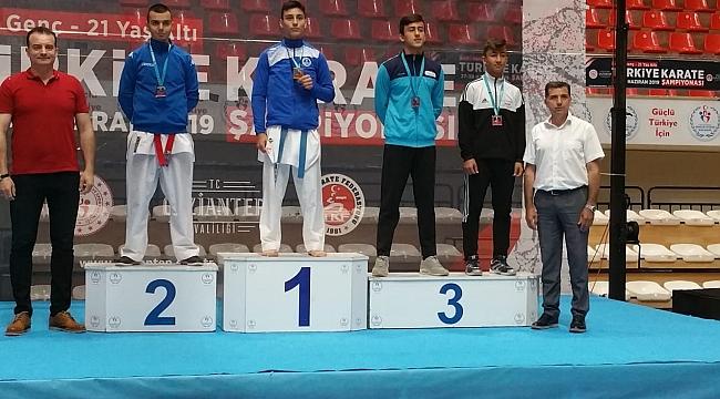 Kağıtsporlu karatecilerden 6 Türkiye derecesi