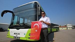 Otobüs şoförü, Türk Bayrağı'nı yerde bırakmadı